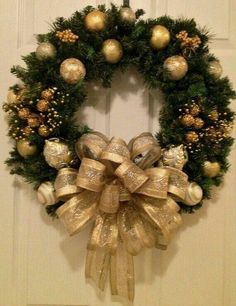Items similar to Gold Christmas wreath on Etsy - Weihnachten Gold Christmas Decorations, Christmas Wreaths To Make, Holiday Wreaths, Christmas Holidays, How To Decorate A Wreath, Canada Christmas, Christmas Vacation, Handmade Decorations, Christmas 2019