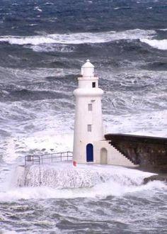 Macduff Harbour Lighthouse · Macduff - Banff Bay · Scotland (Pos.: 57°40.3´N 2°29.9´W)