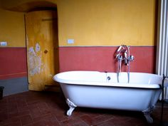 Locations - Castles - Location #127 - CBM LOCATIONS di Cecilia Brunner Muratti Clawfoot Bathtub, Castles, Clawfoot Tub Shower, Chateaus, Palace, Locks, Castle, Forts