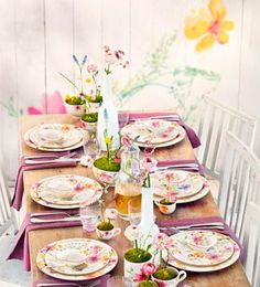 Villeroy & Boch.  La vajilla Anmut Flores tiene coloridos motivos florales que crean un ambiente fresco, único y dinámico en la mesa. Convence tanto a amantes de las vajillas tradicionales como a los que buscan piezas de diseño.