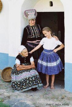 Starý Tekov village, Tekov region, Western Slovakia. Village People, Folk Dance, Folk Embroidery, Folk Costume, Ancient Art, Traditional Dresses, Folklore, Drake, Indigo