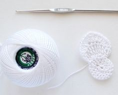 """Estimadas crocheteras, hoy os presento un proyecto de flor, muy special y hermoso!Haga unapreciosa anémona en crochet. Con un alegre centro amarillo, que se asemeja al sol, enmarcado por cinco pétalos delicados. Se utiliza un delgado hilo de algodón """"Iris"""" … Ler mais... →"""