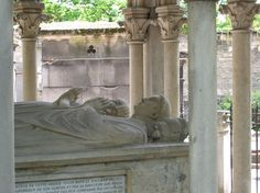 The grave of Abelard and Heloise in the Pere-Lachaise Cemetery, Paris <3