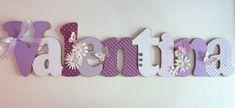 Nome em MDF, decorado em papel de scrap.  Pode ser utilizado para decorar quarto, porta de maternidade e festa infantil.  Fazemos nas cores desejadas R$ 100,00 Fancy Letters, Wood Letters, Letters And Numbers, Flower Girl Basket, Country Crafts, Letter Wall, Rustic Signs, Wooden Diy, Lettering Design
