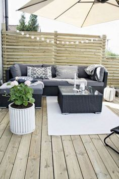 70 Inspiring Simple Backyard Privacy Fence Ideas Budget - Page 19 of 71 Budget Patio, Small Patio Ideas On A Budget, Backyard Seating, Backyard Privacy, Small Backyard Patio, Desert Backyard, Small Terrace, Modern Patio Design, Backyard Patio Designs