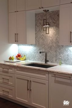 A herringbone-styled backsplash and thoughtfully placed lighting are well complemented by our Brittanica™ design and hand-chisled edge profile. Click to learn more about our designs.