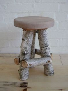 Interesting DIY Tree Branches That Is Both Useful And Economical – HomelySmart - Diy Möbel Twig Furniture, Sticks Furniture, Furniture Projects, Wood Projects, Furniture Buyers, Twig Crafts, Wood Crafts, Birch Tree Decor, Into The Woods