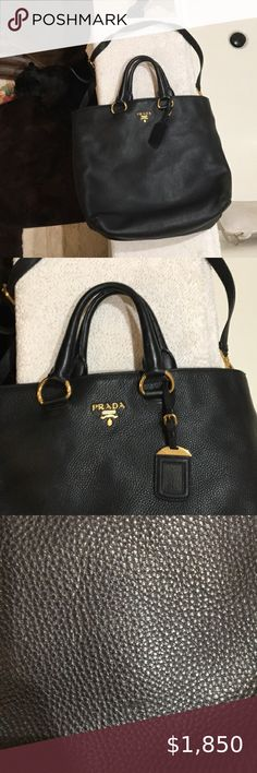 This Snagglepuss tote has shoulder straps and inside pockets This large tote is very stylish and goes well with a variety of outfits.