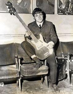 Jack Brucejoined his first major band, Alexis Korner's Blues Inc, in 1962