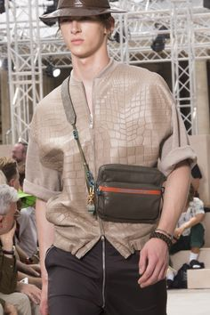 Louis Vuitton Spring 2018 Men's Fashion Show Details, Men's Runway, Menswear Collections at TheImpression.com - Fashion news, street style, models