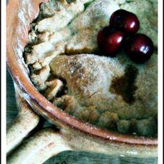 Crostata coperta di ciliegie al porto