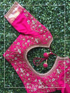 The Most Beautiful Blouse Designs You Will See Today Looking for some creative Blouse Designs to go with your favourite silk saree? Check out these gorgeous blouses and tell me which one of these is your fav? Pink Blouse Design, Simple Blouse Designs, Stylish Blouse Design, Pattu Saree Blouse Designs, Blouse Designs Silk, Bridal Blouse Designs, Blouse Patterns, Blouse For Silk Saree, Silk Sarees