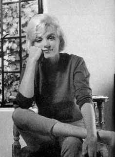 Allan Grant - Marilyn Monroe - July 1962 - at her Brentwood home during an interview with Richard Meryman for LIFE Magazine Joe Dimaggio, Marilyn Monroe Photos, Marilyn Monroe 1962, Norma Jeane, Celebs, Celebrities, Life Magazine, Up Girl, Old Hollywood