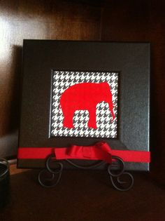 Alabama Houndstooth and Red Elephant Wall Hanging.  Wonder if I could make a turtle pic like this...