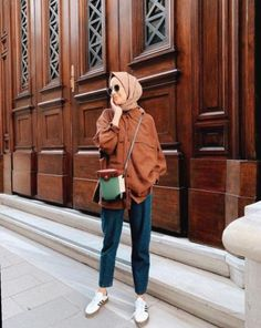 Fashion Inspo Outfits Minimal ChicThis scarf is central to the part from the attire of ladies using hijab. Tokyo Street Fashion, Street Hijab Fashion, Muslim Fashion, Fashion 2020, Modest Fashion, Hijab Chic, Casual Hijab Outfit, Casual Outfits, Ootd Hijab