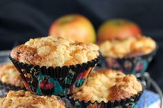 Muffins aux pommes façon crumble - http://www.mytaste.fr/r/muffins-aux-pommes-fa%C3%A7on-crumble-4979022.html
