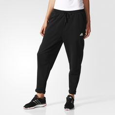 These women's sweat pants have a roomy boyfriend cut for a comfortable fit and are made of a soft cotton blend in French terry for a cosy feel. The drop crotch and roll-up cuffs add an extra touch of style.