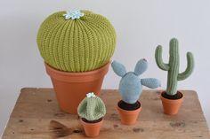 Ja, zo kan het gaan hè...! Anderhalf jaar geleden had ik al een cactus gehaakt en daardoor had ik in eerste instantie niet zo de behoefte om meteen met de cactus haak trend mee te doen...maarja dat moet je natuurlijk nooit hardop zeggen :))