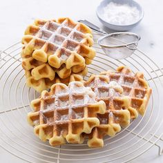 Wafels recept Cake Recipes, Snack Recipes, Vegetable Snacks, Strawberry Muffins, Dutch Recipes, Food Cakes, Winter Food, High Tea, Sweet Tooth