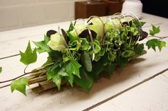 mooi tafel bloemstuk Table Arrangements, Floral Arrangements, Wood Flower Bouquet, Flat Ideas, Arte Floral, Centre Pieces, Flower Pictures, Wedding Centerpieces, Floral Design