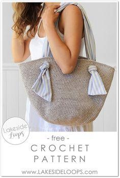 This modern and simple crochet Summer bag has unique fabric handles that add a bit of fun. Crochet Market Bag, Crochet Tote, Crochet Purses, Easy Crochet, Free Crochet, Crochet Summer, Knit Crochet, Tutorial Crochet, Crochet Fabric