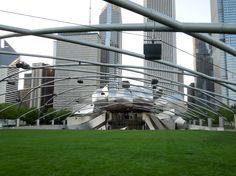 Chicago: Pritzker Pavillion by Frank Gehry /  El Pabellón Pritzker por Frank Gehry