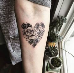 {Latest} Heart Tattoo Designs Will Make You Deep Lover Heart Shaped Rose Tattoo Design Neue Tattoos, Body Art Tattoos, Girl Tattoos, Tattoos For Guys, Thumb Tattoos, Paar Tattoos, Family Tattoos, Foot Tattoos, Heart Flower Tattoo