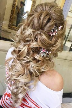 27 Oh So Perfect Curly Wedding Hairstyles ❤ See more: http://www.weddingforward.com/curly-wedding-hairstyles/ #wedding #hairstyles