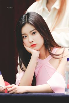 19 Ideas For Womens Wallpaper Faces Kpop Girl Groups, Kpop Girls, Thing 1, Eyes On Me, Yu Jin, Japanese Girl Group, Ulzzang Girl, Beautiful Asian Girls, K Idols
