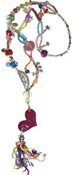 corazón, corazón, largo. Collar realizado con resina, piedras semi preciosas, rocalla y zamak. Medida collar: 88 cm + Medida colgante: 19 cm