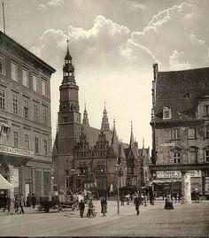 Rynek, widok od pl.Solnego jeszcze bez budynku wielopiętrowego BZ WBK Vintage Architecture, Prussia, Old City, Old Photos, Big Ben, Celtic, Decoupage, Photographs, Germany