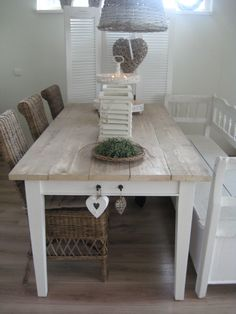 Table with weathered top and white legs Kitchen Dinning Room, Dining Table, Patio Table, Home Decor Furniture, Kitchen Furniture, Muebles Home, Cocinas Kitchen, Love Your Home, Scandinavian Living