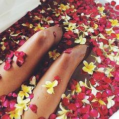 This right now #goodmorning #bath#paradise#flowers#sunday#morning #inspoCheck out my Instagram @tamypeony