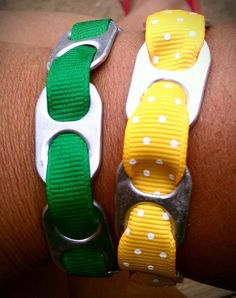 Of heten ze toch anders. Soda Tab Crafts, Can Tab Crafts, Pop Tab Bracelet, Ribbon Bracelets, Diy Bracelet, Pop Top Crafts, Girl Scout Bridging, Soda Tabs, Girl Scout Camping