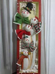 Christmas 2019 : Felt Christmas decorations on wooden frames Felt Christmas Decorations, Snowman Decorations, Christmas Ornaments To Make, Noel Christmas, Felt Ornaments, Christmas 2019, Christmas Wreaths, Christmas Crafts, Holiday Decor