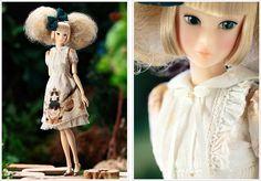 「PW-momoko ae <こぐま座> 女王猫と鹿の姫」 内容:PW-momoko本体、オリジナルプリントワンピース、ヘアリボン、ショーツ(STOC)、バレエシューズ(STOC) 仕様詳細:ハニーフェイス、灰緑の瞳の横目(上マツゲ2本)、ゴールドのアイシャドウ、ベビーピンクのリップ。 アッシュブロンド×ペールブロンドミックスのふわふわアップヘア。色白肌にシャンパンシルバーのネイル。