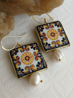Pendant earrings with glazed lava stone tiles with caltagirone-Sicilia motifs, handmade, natural white pearls 10 mm, Silver Earwire Length cm Recycled Jewelry, Handmade Jewelry, Paper Jewelry, Decorative Tile, Sicilian, Clay Earrings, Tile Patterns, Diy Clothes, Bag Accessories