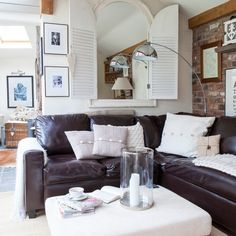 Modern Country Interior: Click through for full house tour on Modern Country Style. 25 Beautiful Homes, Beautiful Living Rooms, Country Interior, French Interior, Living Room Designs, Living Spaces, Modern Country Style, French Country, Victorian Cottage