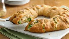 Dinner Recipes with Crescent Rolls is One Of Liked Dinner Recipes Of Several People Across the World. Besides Simple to Make and Good Taste, This Dinner Recipes with Crescent Rolls Also Health Indeed. Chicken And Brocolli, Cheesy Chicken, Pesto Chicken, Grilled Chicken, Chicken Soup, Chicken Crescent Ring, Healthy Recipes, Cooking Recipes, Chef Recipes