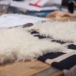On n'a pas résisté, on voulait absolument tester la laine Katia Estepa ! 👌 Qu'en pensez-vous ? #katia #katiayarns #lelyonquitricote #lainelyon #creationlyon #tricotbebe #instaknit #instatricot #bebe #creationbebe #tricot