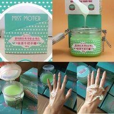 Miss Moter Matcha ORIGINAL  Harga: Rp 150.000 ||  Manfaat Miss Moter Matcha & Milk Hand Wax Green Tea: - Menghaluskan garis-garis di kulit terutama telapak dan lipatan tubuh - Memutihkan kulit - Melembabkan kulit kering - Memberi sensasi segar dan relax dan menghilangkan pegal-pegal karena effect dari mintnya - Membuang sel kulit mati yang mengendap di permukaan dan lipatan kulit secaranya menyeluruh 100% lebih ampuh daripada lulur atau scrub - Tidak membuat iritasi aman untuk kulit…