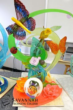 Chocolate and Sugar Artistry final projects by Savannah Technical College Baking & Pastry Arts students for Spring Food Sculpture, Sculptures, Blown Sugar Art, Chocolates, Pulled Sugar Art, Kai Arts, Chocolate Showpiece, Chocolate Work, Creative Food Art