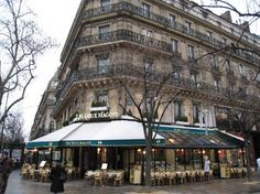 Saint-Germain-des-Pres vol cafés, restaurants, antiekwinkeltjes, galeries en modeboetieks.