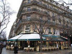 Saint-Germain-des-Pres vol cafés, restaurants, antiekwinkeltjes, galeries en modeboetieks.