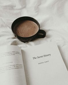 "Reading ""The Secret History"" a novel by Donna Tartt while enjoying a cup of hot chocolate Hipster Vintage, Style Hipster, Book Aesthetic, White Aesthetic, Aesthetic Coffee, Youth Club, Coffee And Books, Coffee Coffee, Coffee Break"
