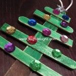 Popsicle Christmas Tree Ornaments your kids will love to make! Love this one for class project for Ezra.