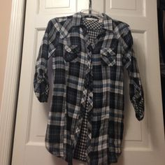 Derek heart plaid button down Black/white/blue button down.  Inside is black and white checkered.  Sleeves cN be worn down or buttoned up.  Worn once Derek Heart Tops Button Down Shirts