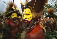 Huli Wigman tribal members - Papua New Guinea.  Photo: Jodi Cobb.