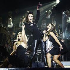 "Girl-trio ""Bonheur de Malheur"" in Saint-Petersburg#mozart#mozartloperarock#me#melissa#melissamars#maeva#maevameline#diane#dianedassigny#music#musique#concert#symphonique#harpe#rock#songBy#apocalyptica#singers#performance#russia#russie#saintpeterburgTonight:#ukraine#kiev#palace#happy#ilovemylife#lifeisbeautiful"