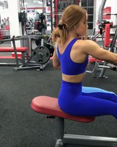 Gymshark Duo Leggings - Cobalt/Blue Lauren's ( back workout for today! Try these Static hold seated cable row 4 sets reps per arm! She wears the Duo Leggings and Sports Bra for today's session! Back Workout Women, At Home Workouts For Women, Shoulder Workout Women, Back Exercises, Thigh Exercises, Biceps Workout, Gym Workouts, Workout Fitness, Tricep Workout Women